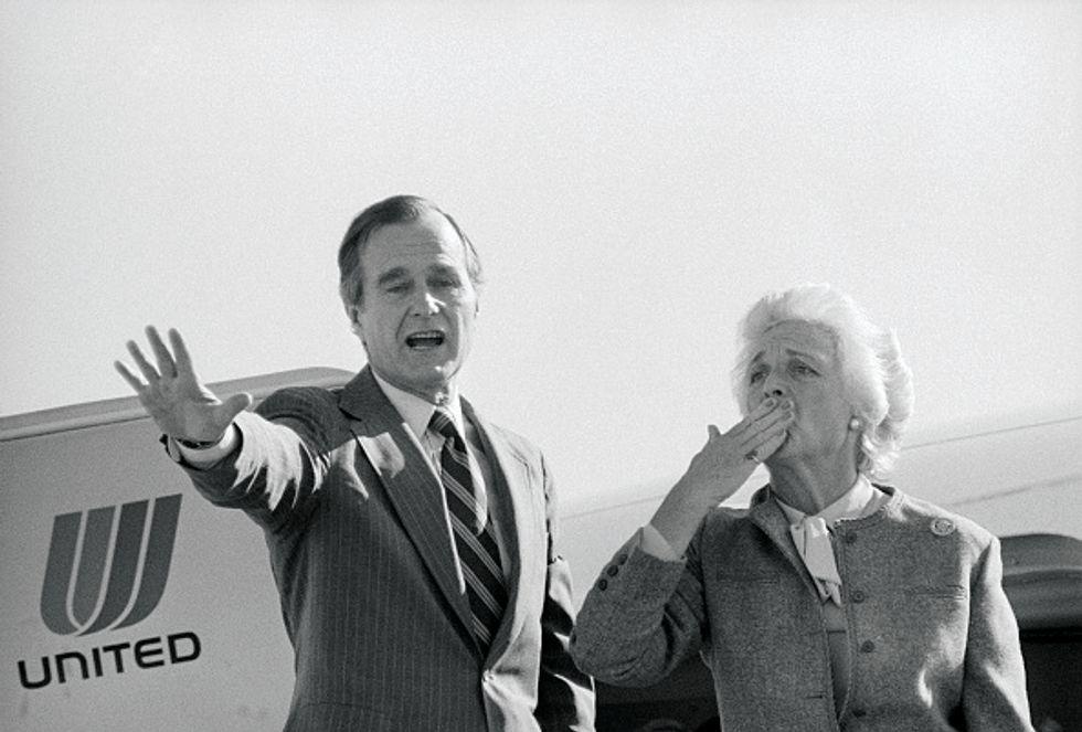 George Bush and Wife Saying Goodbye